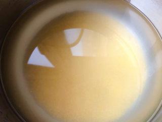 山药枸杞粥,小米放入锅中添加适量清水大火煮起来