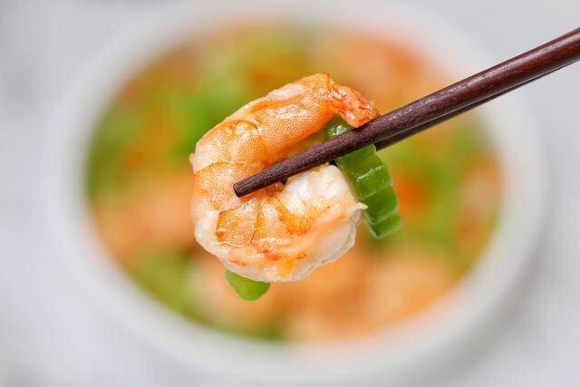 苦瓜炒虾仁,既能去火又瘦身,夏天食用正合适!