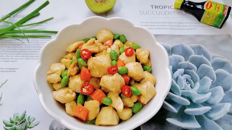 毛豆炒鸡丁,拍上成品图,一道美味又营养的毛豆炒鸡丁就完成了。