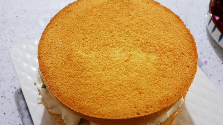 艾莎生日蛋糕,按照这样直至所有蛋糕片用完