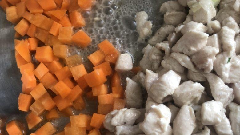 毛豆炒鸡丁,倒入胡萝卜丁