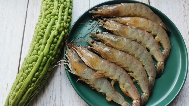 苦瓜炒虾仁,准备食材