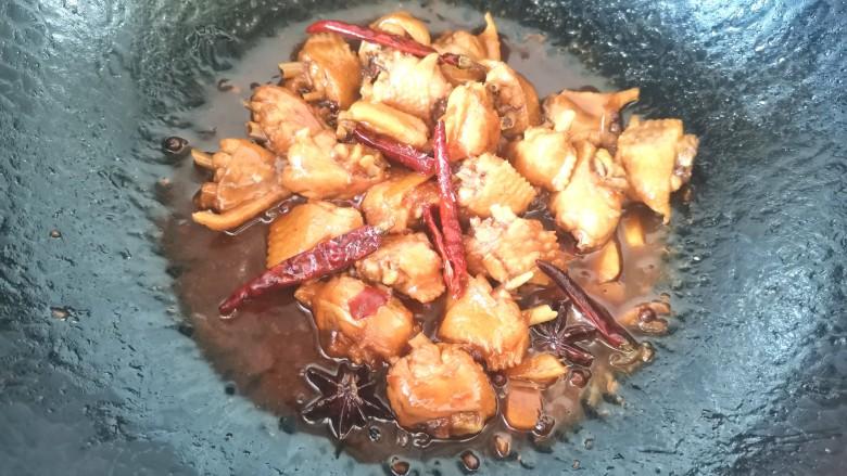 干锅麻辣鸡翅,烧至鸡翅松软加入少许鸡精提鲜