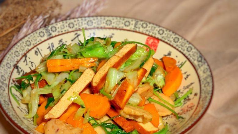 香菜炒圆白菜,出锅