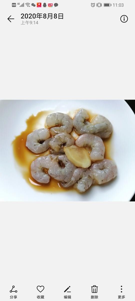 苦瓜炒虾仁,放入姜片将虾仁腌制十五分钟