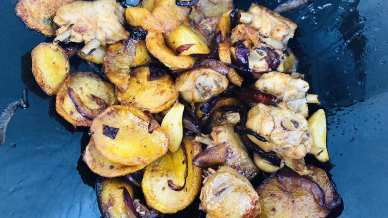 干锅麻辣鸡翅,继续翻炒均匀。