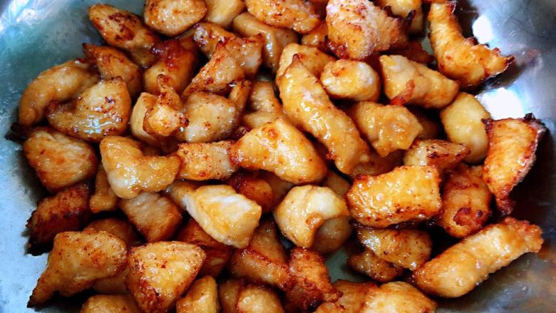 毛豆炒鸡丁,炸好的鸡丁看着好想吃