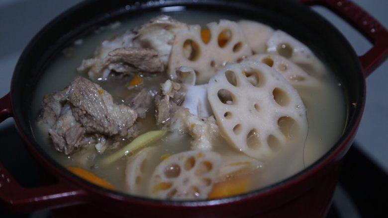 筒骨莲藕汤,继续煮5分钟即可