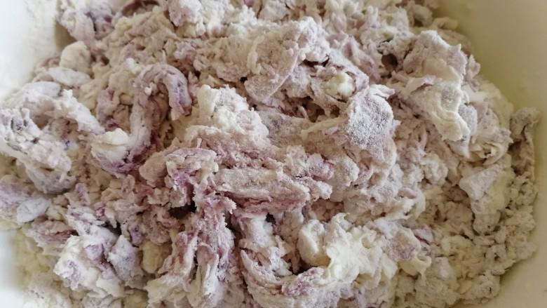 南瓜紫薯包,搅拌成絮状。