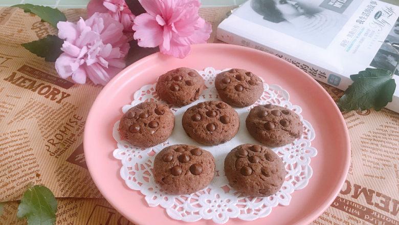 巧克力豆软曲奇饼干🍪,烤好取出来放凉