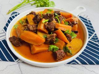 胡萝卜炖牛腩