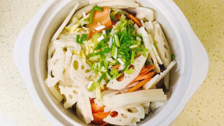 筒骨莲藕汤,全部食材准备齐全