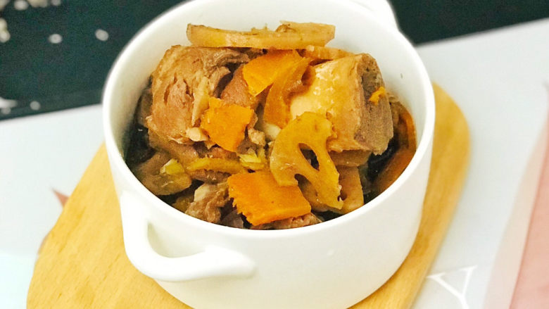 筒骨莲藕汤,美味的筒骨莲藕汤就做好了