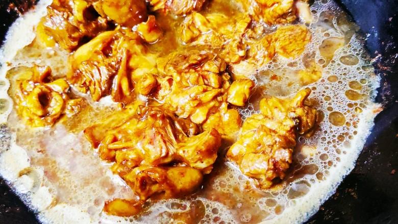 香菇滑鸡煲仔饭,然后加入适量的水