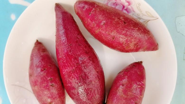 紫薯椰蓉球,先把它清洗干净