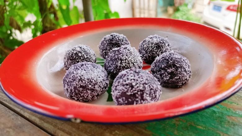 紫薯椰蓉球,5分钟后即可拿出来享用
