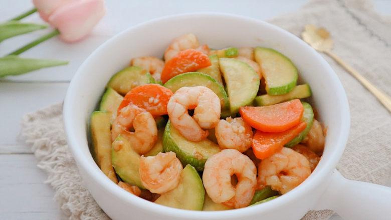 西葫芦炒虾仁,就可以起锅了。