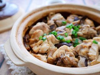 香菇滑鸡煲仔饭