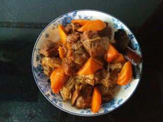 胡萝卜焖牛腩