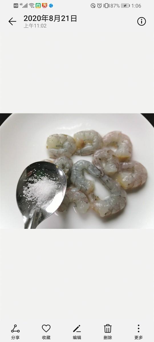 胡萝卜炒虾仁,加少许盐