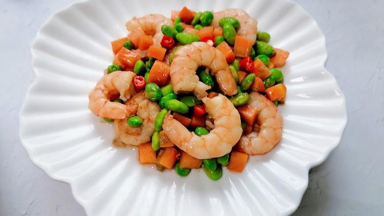 胡萝卜炒虾仁,装盘