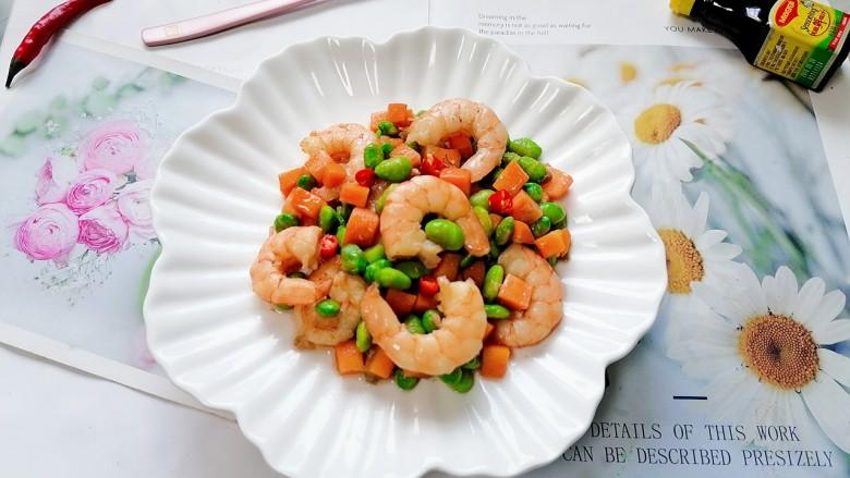 胡萝卜炒虾仁,拍上成品图,一道美味又营养的胡萝卜炒虾仁就完成了。