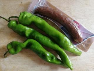 青椒炒香肠,螺丝椒,红肠。