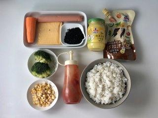 五彩缤纷的杂蔬芝士饭团 ,孩子超喜欢!,准备好食材,米饭煮好,玉米粒剥好,胡萝卜洗净去皮,西兰花洗净。