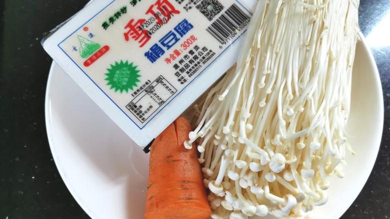 金针菇豆腐汤,准备食材