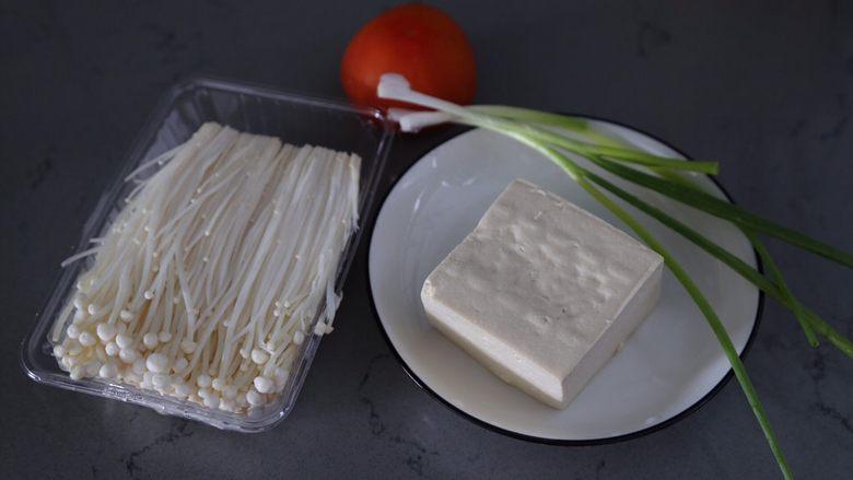 金针菇豆腐汤,材料准备好
