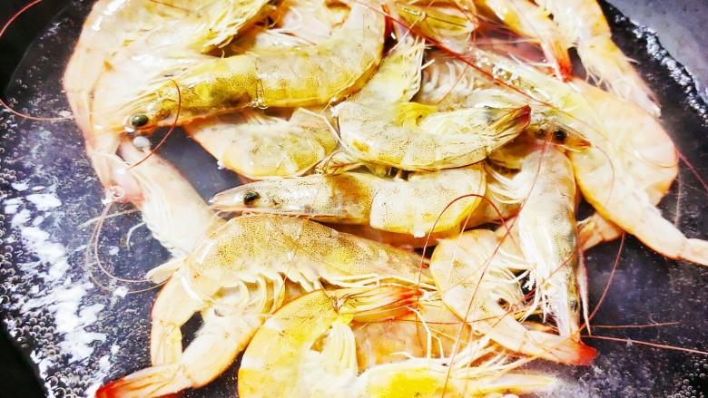 香煎鲫鱼水煮虾,水煮基围虾(去腥)