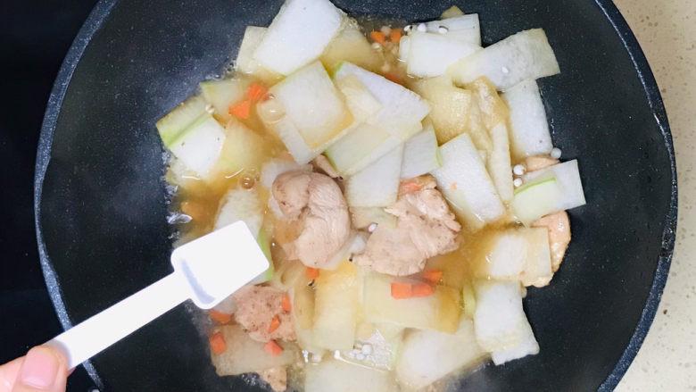 冬瓜薏米汤,根据自己口味,撒入盐调味