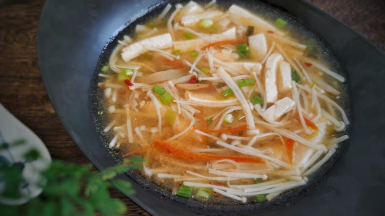 金针菇豆腐汤,喜欢的试试吧!