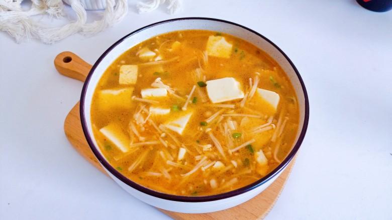 金针菇豆腐汤,金针菇豆腐汤拌饭是最合适不过了!