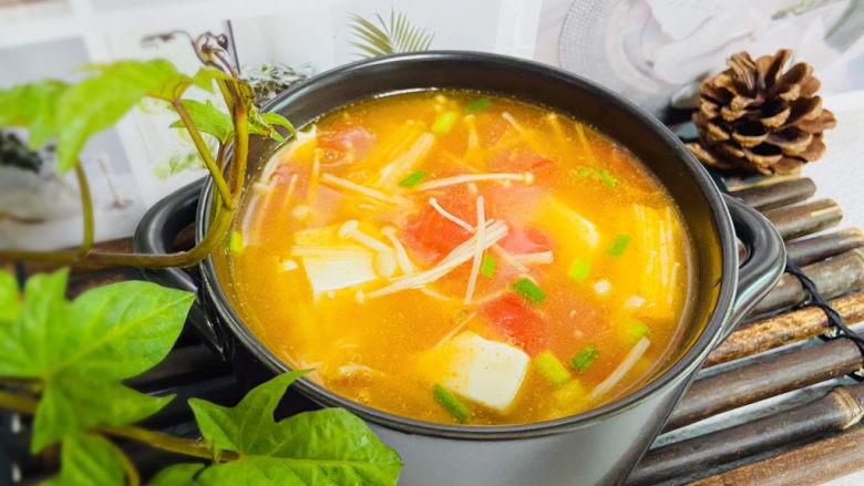 金针菇豆腐汤,金针菇豆腐汤酸爽开胃,营养美味