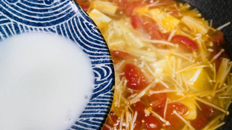 金针菇豆腐汤,淋入水淀粉
