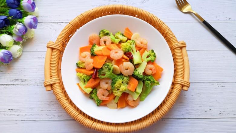 胡萝卜炒虾仁,营养丰富味道好。