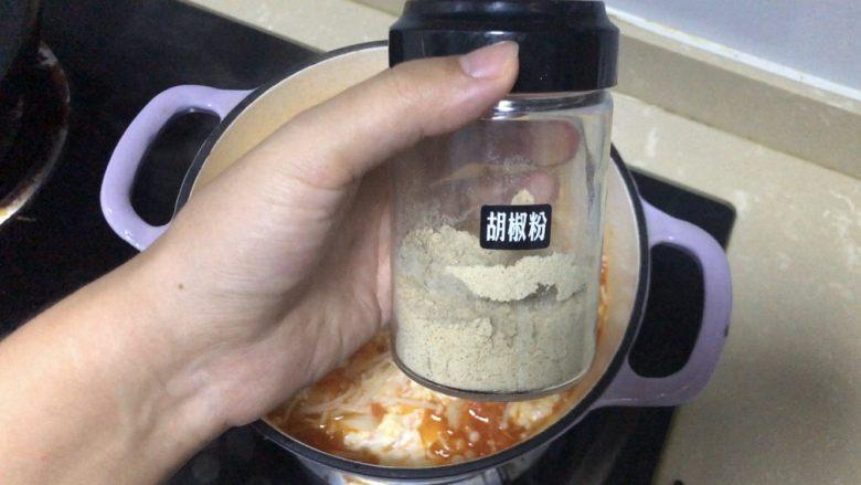 金针菇豆腐汤,胡椒粉调味