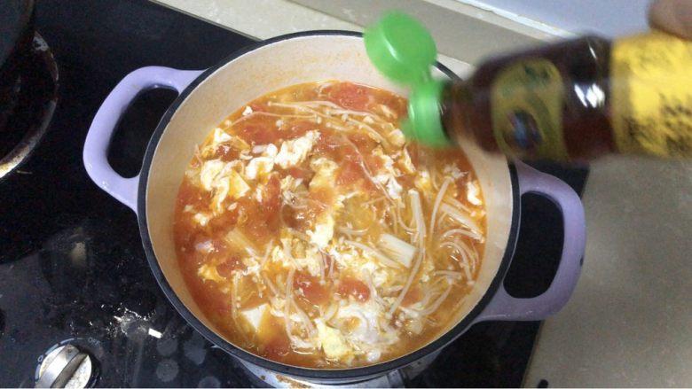 金针菇豆腐汤,香油少许,香醋少许,根据口味放