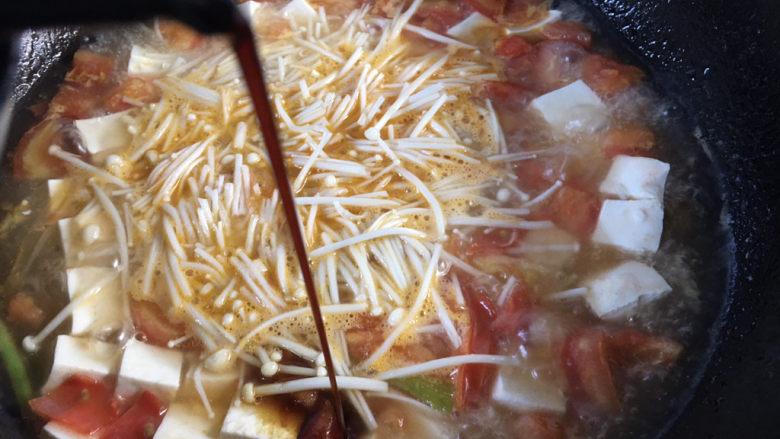 金针菇豆腐汤,加适量的生抽