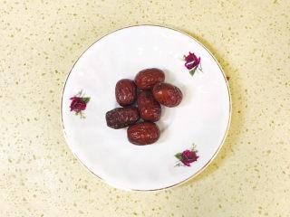 苹果小米粥,红枣洗净备用
