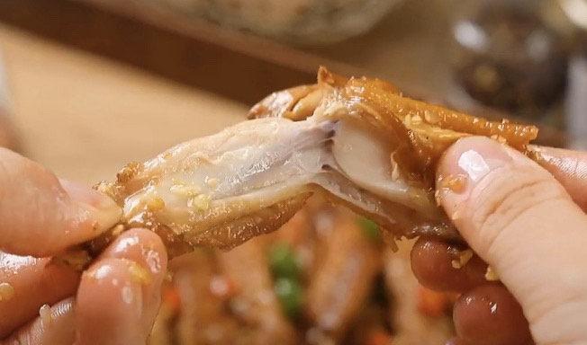 蒜香鸡翅,一口一个真好吃,你要不要来一个?