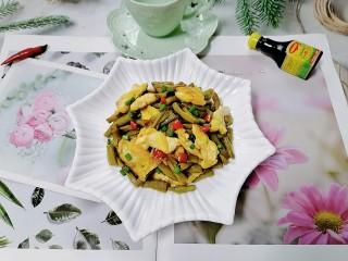 酸豆角炒鸡蛋,拍上成品图,一道美味又下饭的酸豆角炒鸡蛋就完成了。