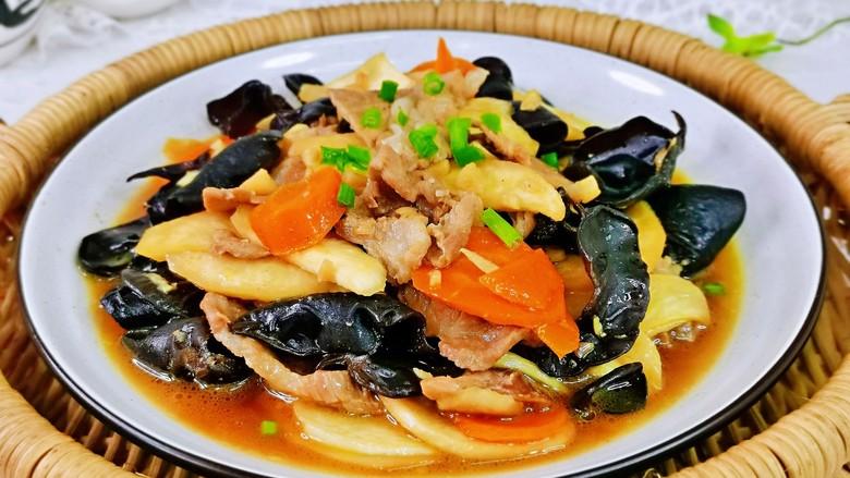 茭白木耳炒肉,秋季时令菜,营养又好吃。