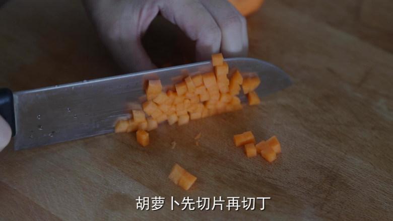 耳光炒饭,<a style='color:red;display:inline-block;' href='/shicai/ 25'>胡萝卜</a>切丁