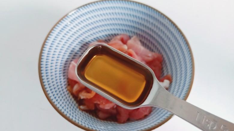 雪菜肉丝面,加<a style='color:red;display:inline-block;' href='/shicai/ 718'>料酒</a>一勺。