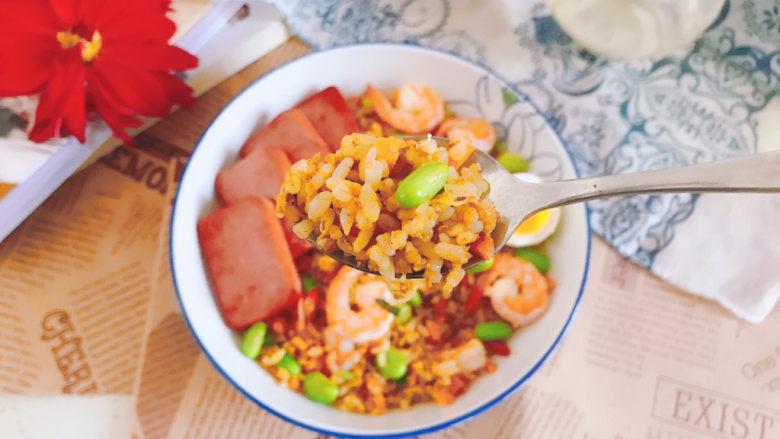 耳光炒饭,米饭颗粒分明,非常鲜香味美!
