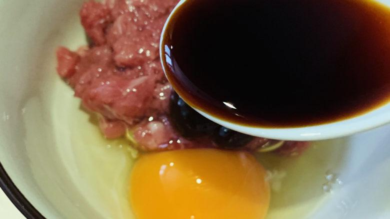 莲藕饼,加<a style='color:red;display:inline-block;' href='/shicai/ 692'>酱油</a>