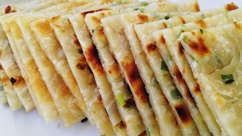 饺子皮葱油饼,香酥的早餐葱油饼。