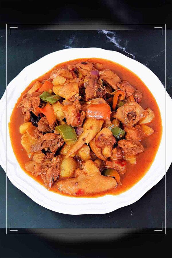 新疆大盘鸡,一盘美味的新疆大盘鸡上桌了!